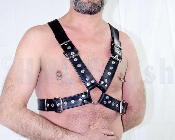 Top-Harness 4 cm broad with buckles The heavy version of our top-harnesses with wider belts. Built of 4 cm (1.6) wide cowhide nappa belts. The belts are around 2.6 mm (0.1) thick and make a strong, long-lasting harness, connected with solid steel rings over the breast and in the back. All hardware is nickel-plated.