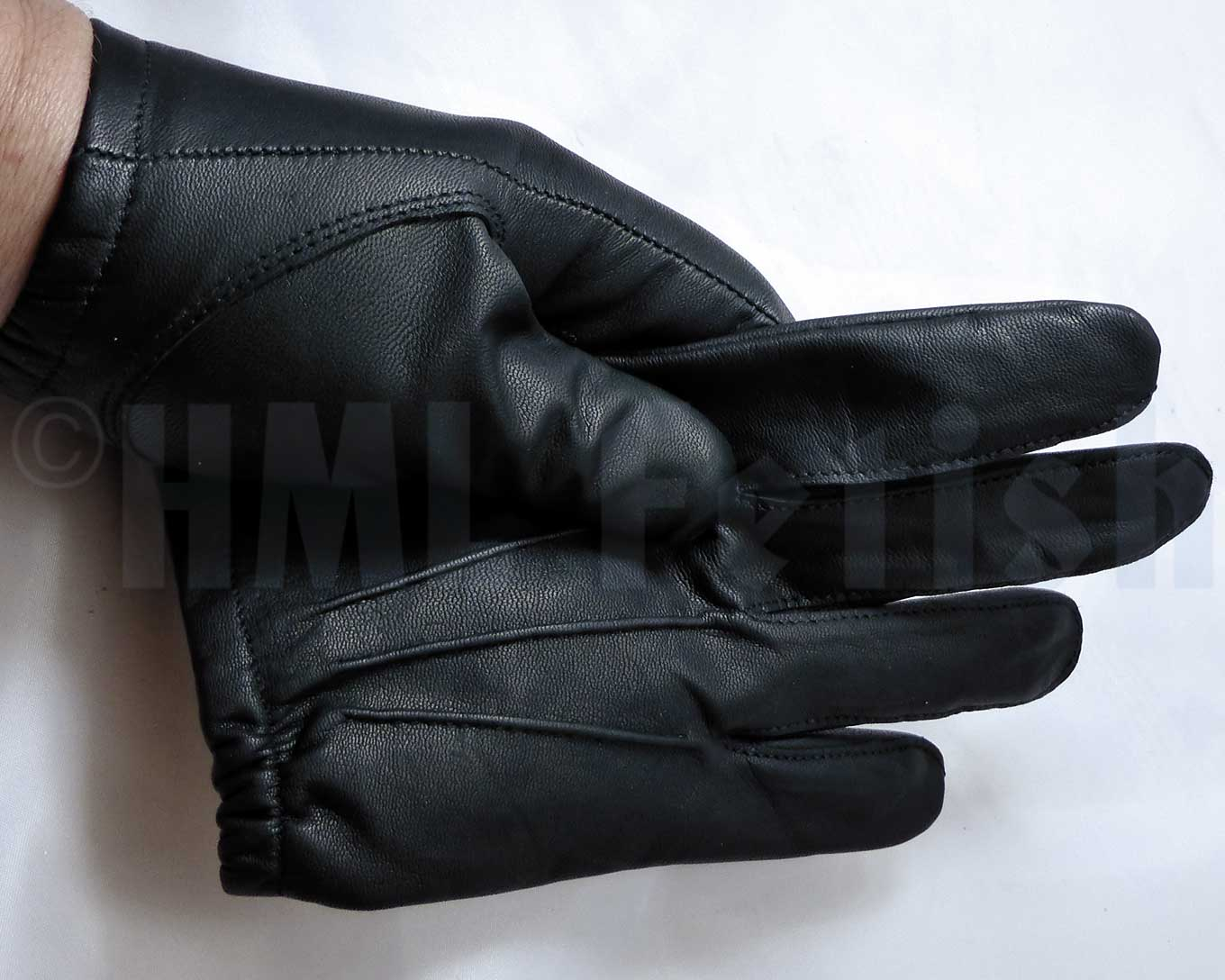 Police-Gloves PREMIUM You've been missing these hot and very thin gloves manufactured by Damascus® in earlier years? So did we and this is why we've been keeping our eyes open over the time. And it was worth ist: Now we have found an adequate replacement for the legendary D301/302.