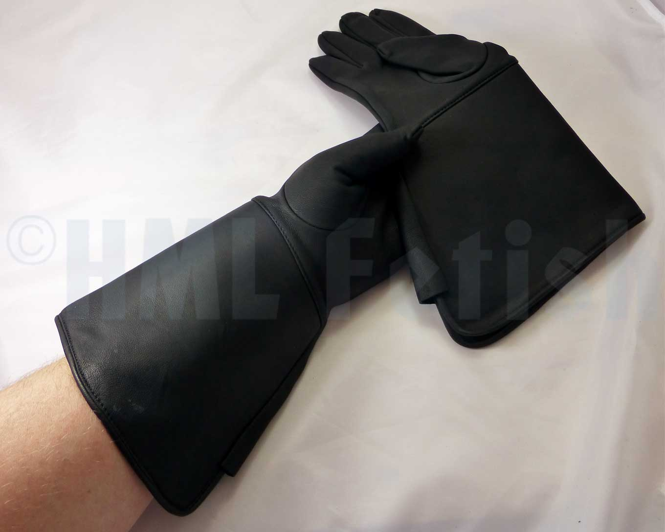 Police-Gauntlets PREMIUM You've been missing these hot and very thin gloves manufactured by Damascus® in earlier years? So did we and this is why we've been keeping our eyes open over the time. And it was worth ist: Now we have found an adequate replacement for the legendary D301/302.