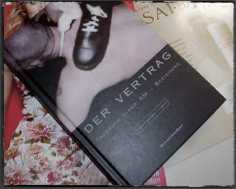 Der Vertrag We have a small but ecclectic selection of german (!) books and photobooks. Our focus is clear: fetish, bondage and BDSM. That's what we are experienced in! No pornos but erotic depth though ;-)