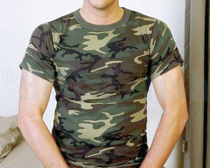 Army-T woodland A really thick T-Shirt (190 g/m²) made from 100 % pure cotton with endurable cuffs.